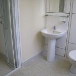 Youth Hostel - en suite bathroom